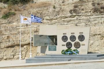Μνημόσυνο στην Εκκλησία της Αγίας Παρασκευής και κατάθεση στεφάνων στο Μνημείο των Ηρώων