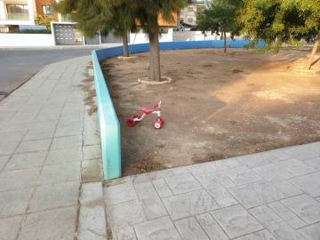 Μην παρατάτε παιγνίδια στα πάρκα του Δήμου